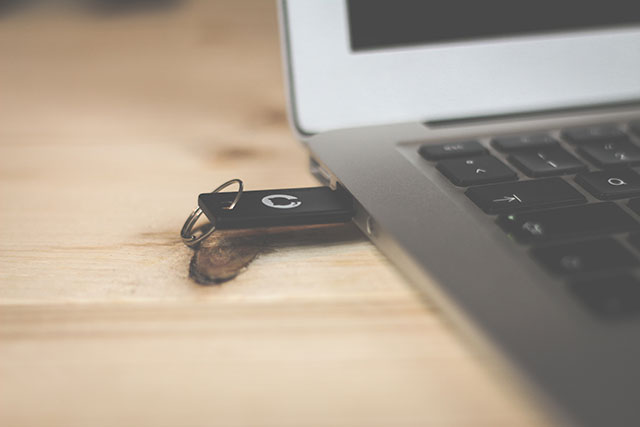 USBメモリに導入した7-Zip Portableで解凍/圧縮をする方法